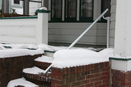Winter Safety – Install A Proper Hand Rail